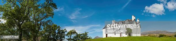 Country house in der malerischen Landschaft panorama