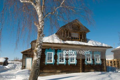Casa de campo en invierno : Foto de stock