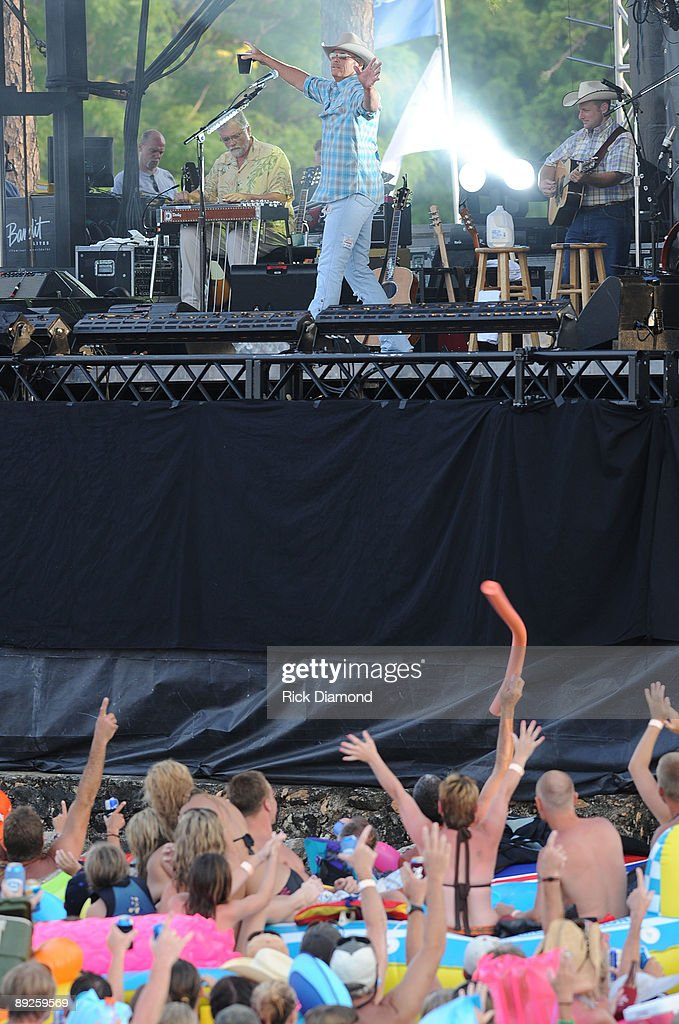 Country music artist Alan Jackson performs for over 40,000 fans in 10,000 boats on Lake Martin during AquaPalooza on July 25, 2009 in Alexander City, Alabama.