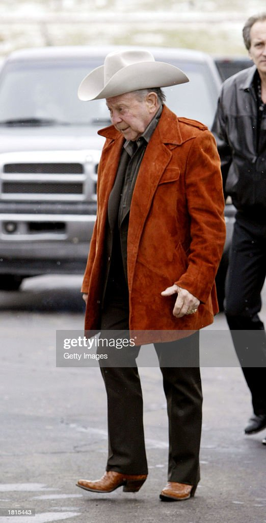 Country music artist Jimmy Dickens arrives at the funeral of country singer Johnny PayCheck February 25, 2003 at Woodlawn Funeral Home in Nashville, Tennessee.