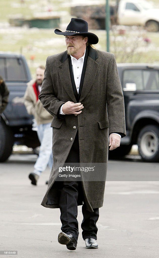 Country music artist Trace Atkins arrives for the funeral of country singer Johnny PayCheck February 25, 2003 at Woodlawn Funeral Home in Nashville, Tennessee.