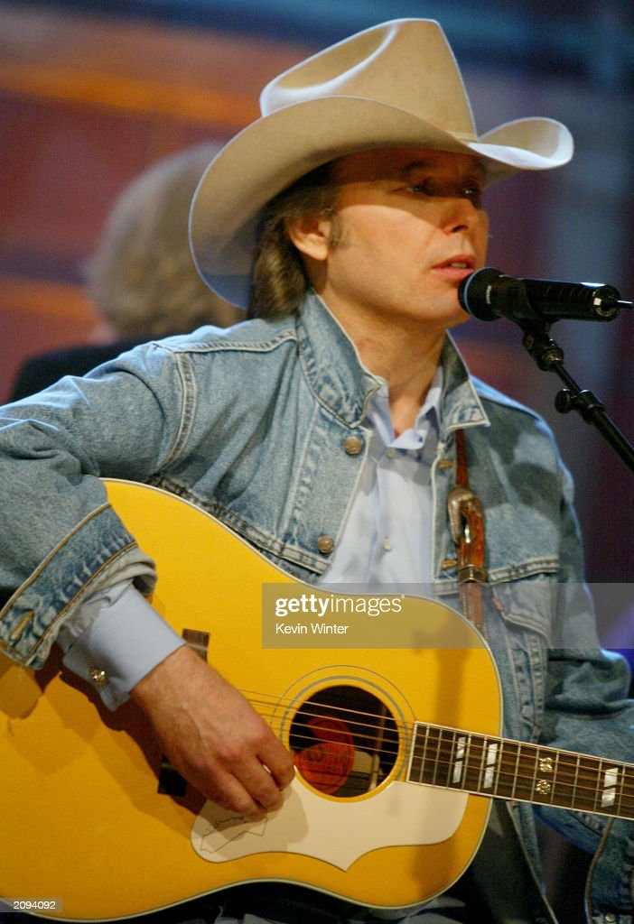 Country music singer dwight yoakam performs onthe tonight show with