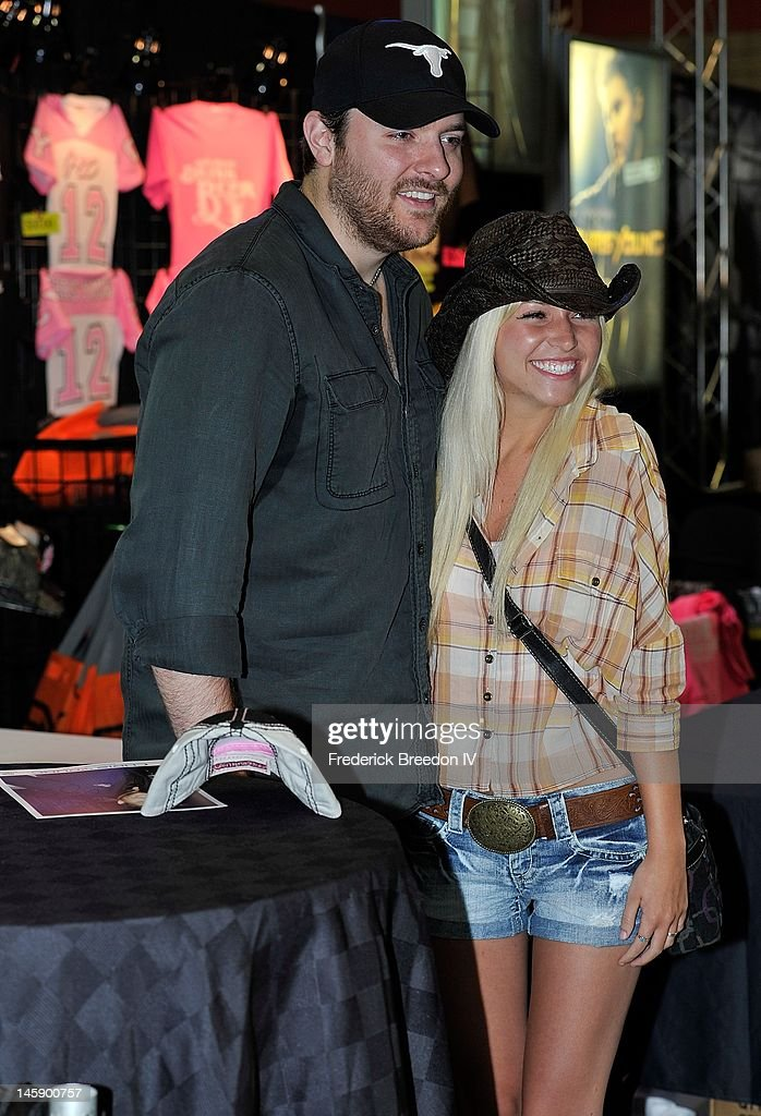 Country singer Chris Young poses with a fan during the 2012 CMA Music Festival on June 7, 2012 in Nashville, Tennessee.