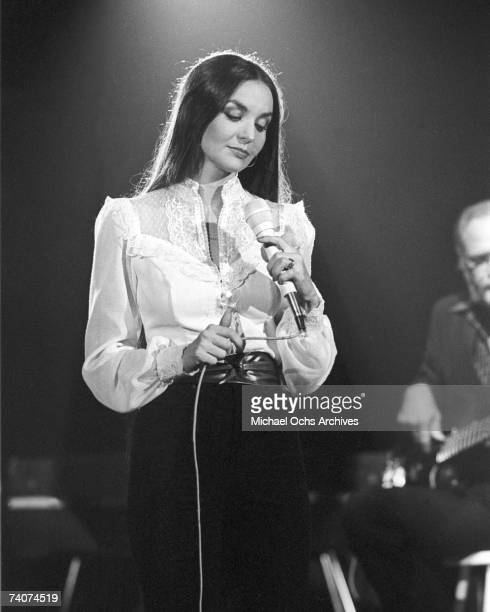 Country singer Crystal Gayle performs in a 1982 concert