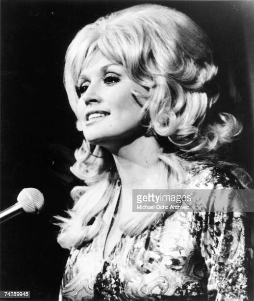Country singer Dolly Parton performs onstage in circa 1975