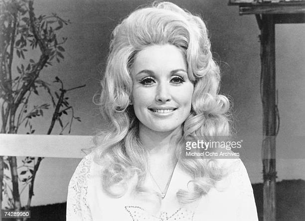 Country singer Dolly Parton poses for a portrait in circa 1972
