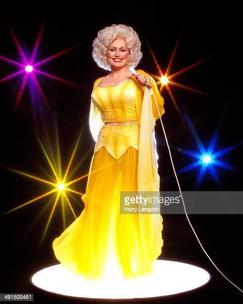 Country singer Dolly Parton poses for a portrait session in 1978 in Los Angeles California