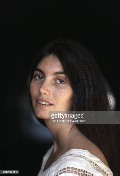 Country singer Emmylou Harris poses for a portrait in July 1975 in New York City New York