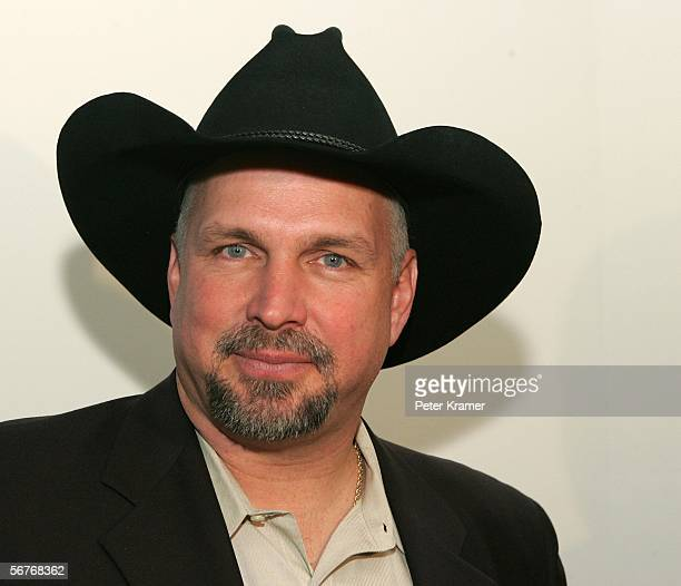 Country singer Garth Brooks attends the opening of The Zone a therapeutic play and education enviroment at Mount Sinai Hospital February 7 2006 in...