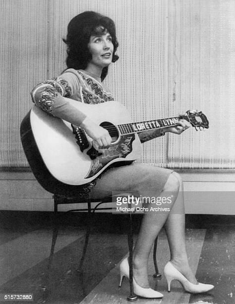 Country singer Loretta Lynn poses for a publicity still circa 1965