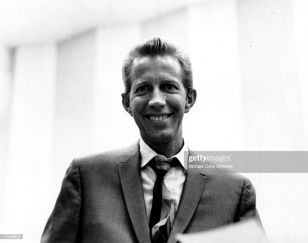 Country singer Porter Wagoner poses for a portrait in circa 1966.