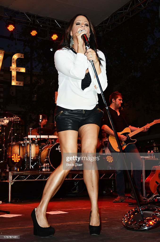 Country singer <a gi-track='captionPersonalityLinkClicked' href=/galleries/search?phrase=Sara+Evans&family=editorial&specificpeople=215184 ng-click='$event.stopPropagation()'>Sara Evans</a> and her band perform at The 2013 Summer Concert Series at The Grove on July 17, 2013 in Los Angeles, California.