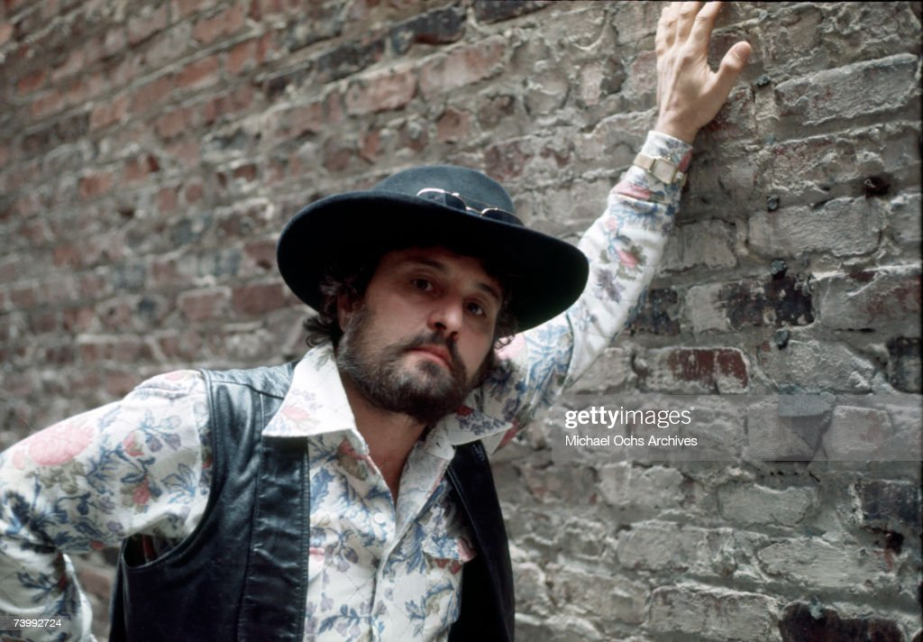 Country singer Tompall Glaser poses for a portrait in 1977.