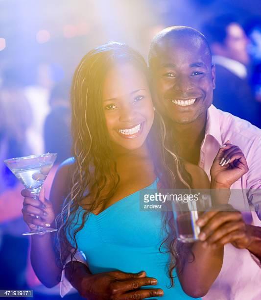 Couple dans un night-club