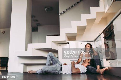 Couple à la maison. : Photo