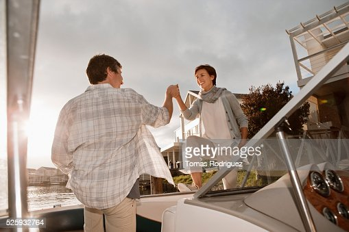 Couple boarding motorboat : Photo