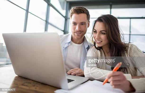 Couple, vérification finances personnelles