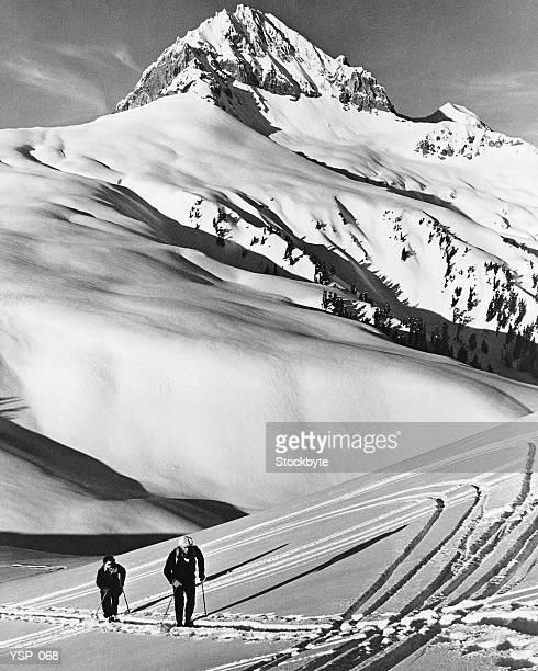 Coppia Sci di fondo in montagne