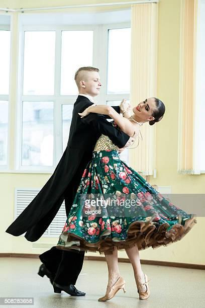 Couple de danse de la salle de bal, danse