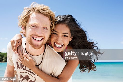 Couple embracing on beach : Stockfoto