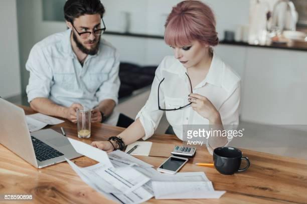 Paar gaan via huishouden begroting werkblad