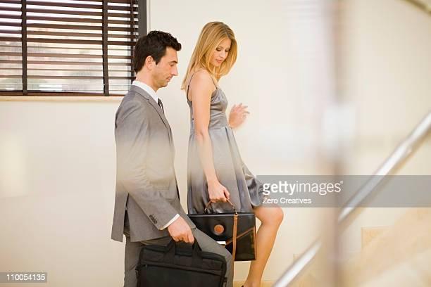 Couple va à l'étage