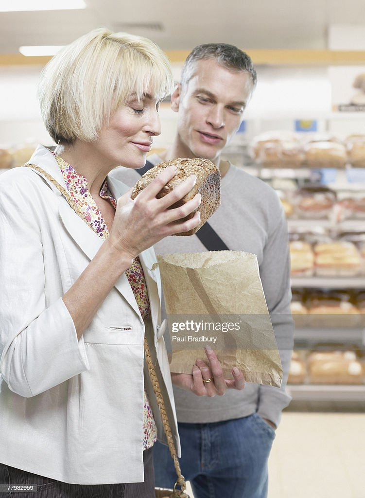 Couple grocery shopping : Stock Photo