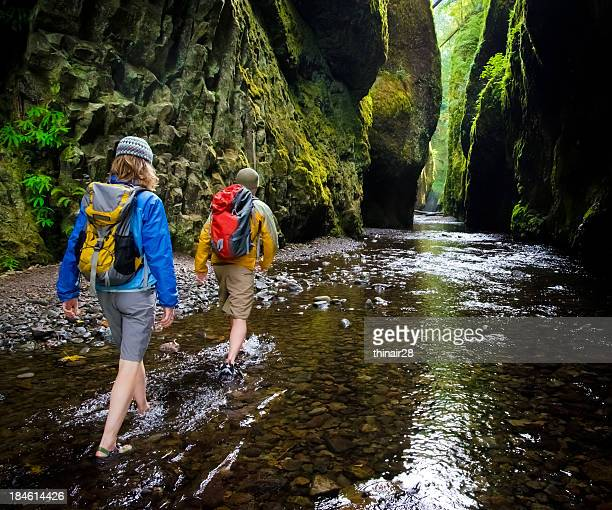 Paar Wandern im Canyon