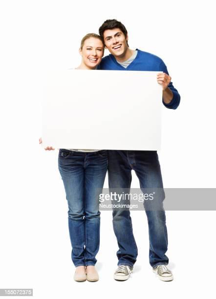 Couple tenant un panneau vierge-isolé