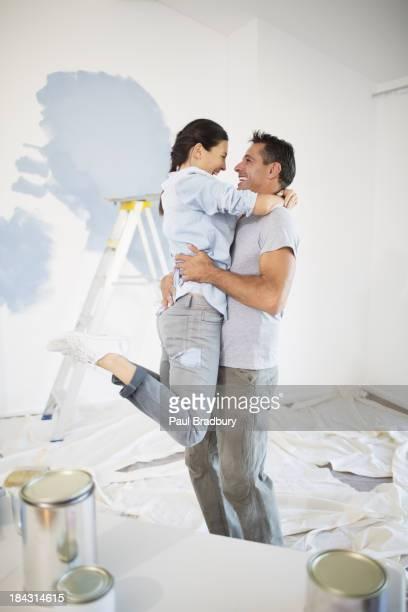 Casal agarrar entre Tinta de stock