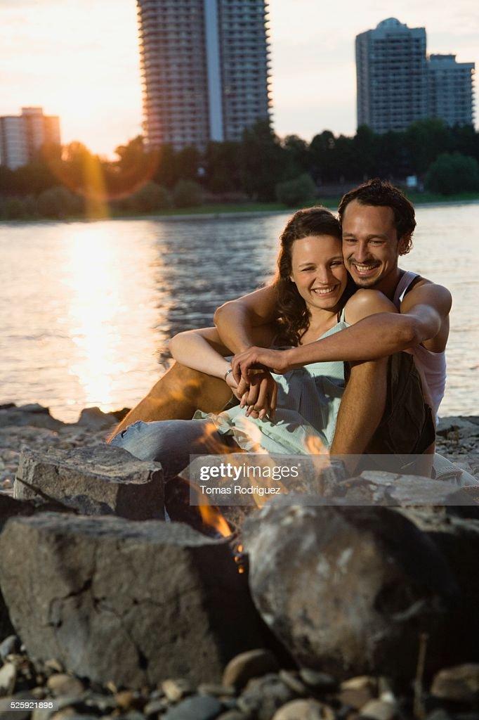 Couple Hugging by a Campfire : Foto de stock