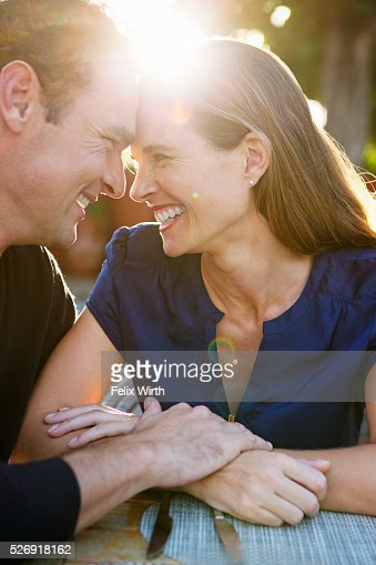 Couple hugging in outdoor restaurant : Photo
