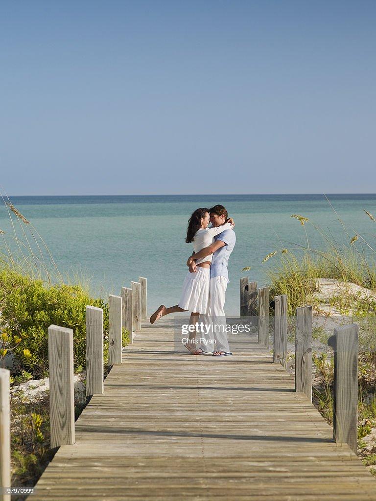 Couple hugging on ocean boardwalk : Stock Photo