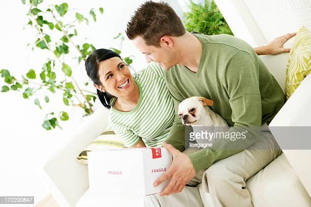 Paar im Wohnzimmer