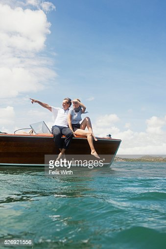 Couple in motorboat on lake : Foto de stock