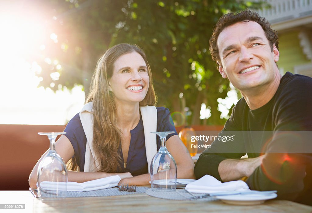Couple in outdoor restaurant : Bildbanksbilder