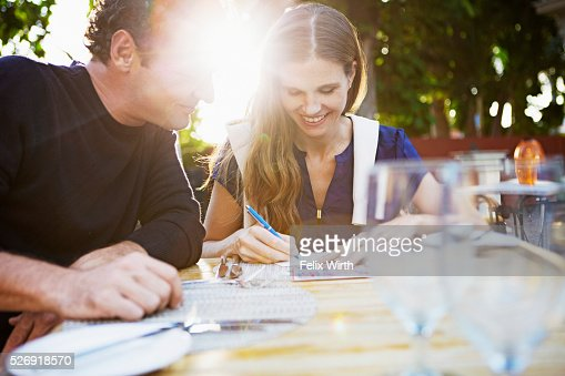 Couple in outdoor restaurant : Bildbanksbilder