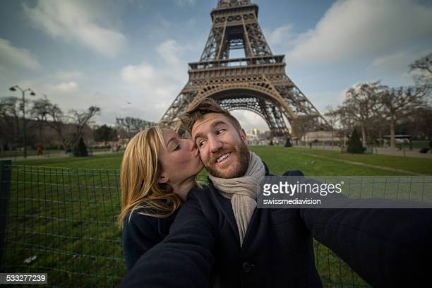 Couple in Paris taking selfie-Kiss at Eiffel tower