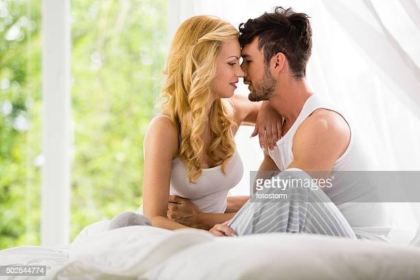 Couple dans la chambre à coucher