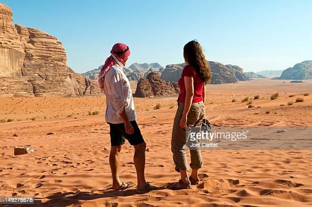 カップルで、砂漠の Petra ,Jordan
