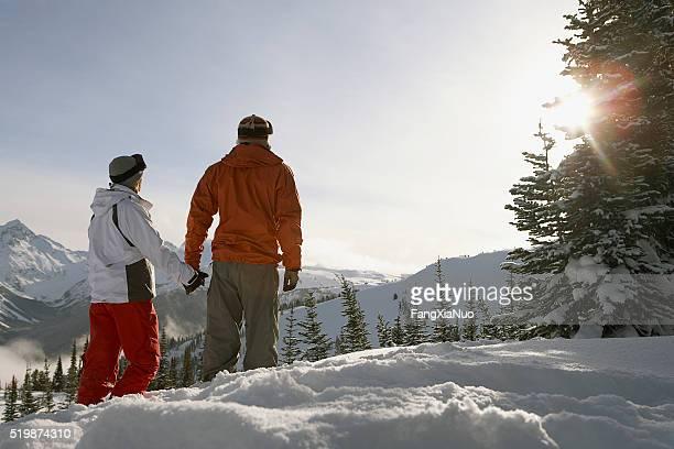 Paar in die Berge