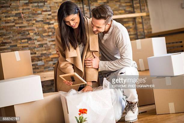Paar in Ihrem neuen Wohnung