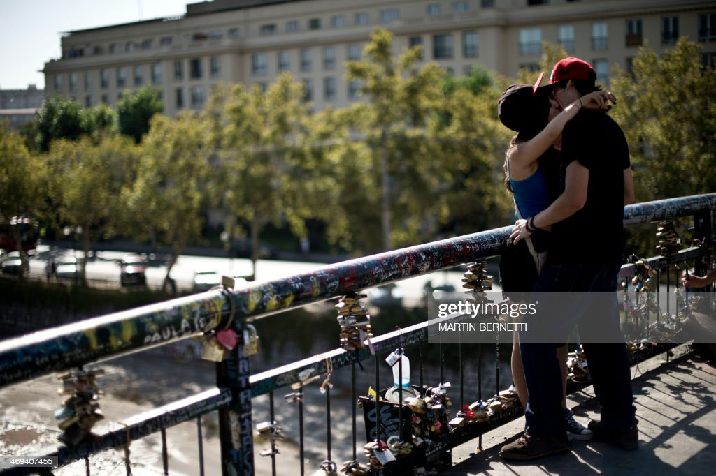 A couple kisses on the Love Bridge in Santiago, Chile, during Valentine's Day on February 14, 2014.