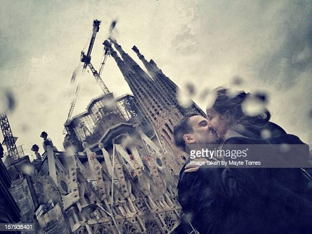Couple kissing next to Sagrada Familia