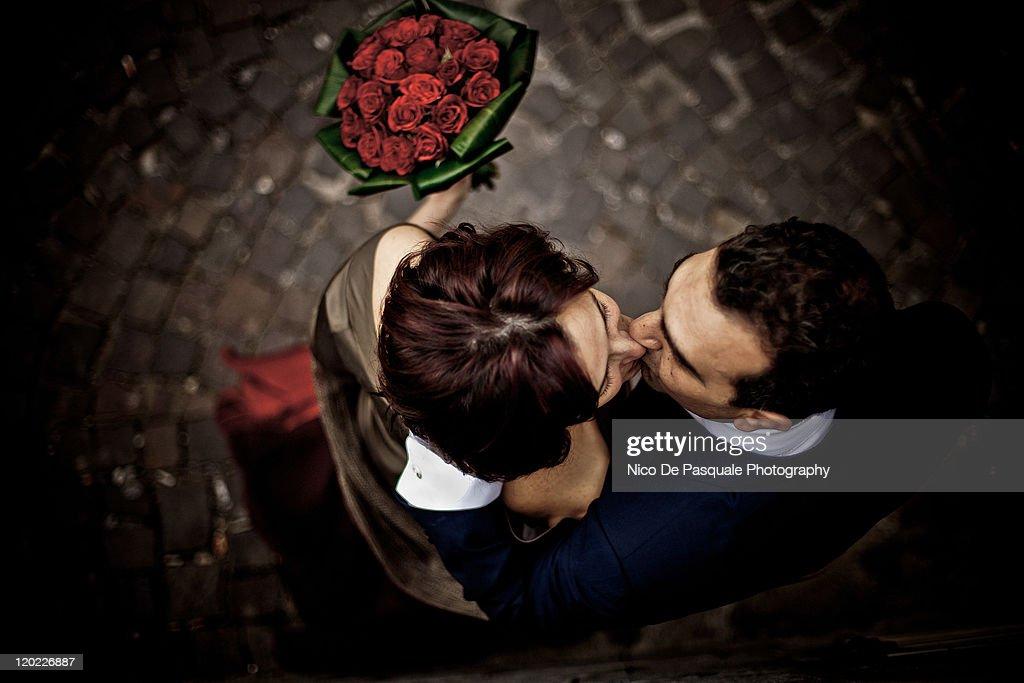 Couple kissing : Foto de stock