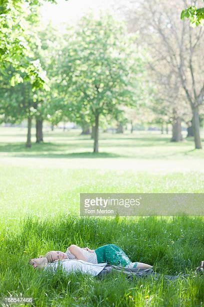 カップルでご一緒に味わう芝生