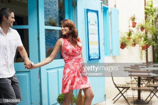 Couple leaving caf?š