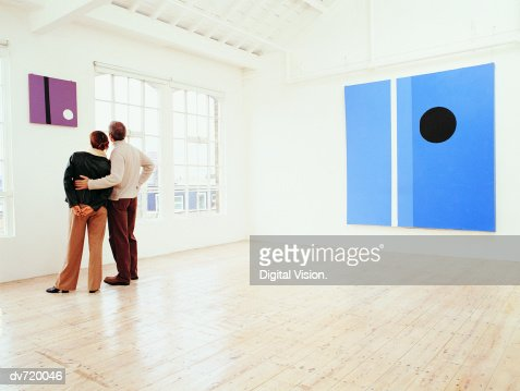 Couple Looking at a Painting in an Art Gallery : Bildbanksbilder