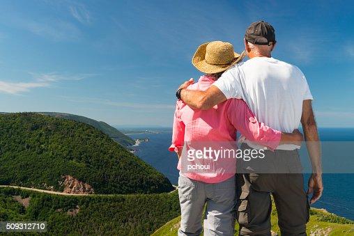 Coppia che Guarda il paesaggio, Skyline, Cabot sentiero, Città del capo Breton