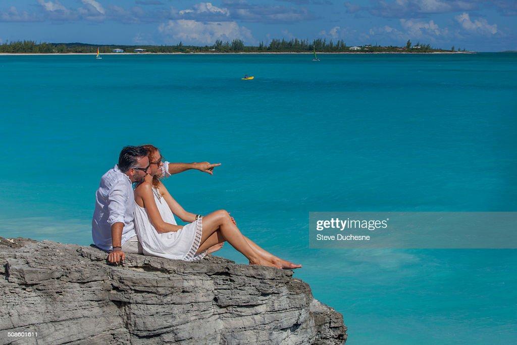 Couple looking the horizon : Foto de stock